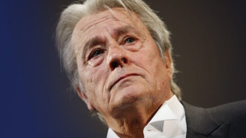 Pétition contre la palme d'Alain Delon