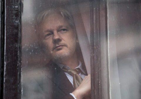 Julian Assange filmé par un codétenu dans sa prison