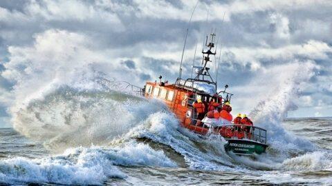 Un bateau de la SNSM chavire en Vendée, trois morts