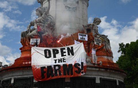 «Fermons les abattoirs!»… A Paris, la marche rouge rassemble près de 4.000 manifestants (Aujourd'hui, un reportage Le Média pour Tous (antenne sud) sort sur le sujet)