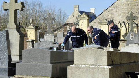 Toulouse: Une centaine de tombes profanées au cimetière Terre-Cabade