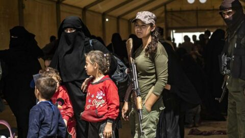 Syrie: douze orphelins de familles djihadistes rapatriés en France