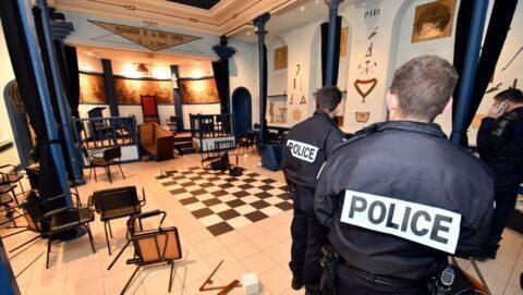 Prison ferme et amendes contre des Gilets jaunes pour avoir dégradé un temple franc-maçon
