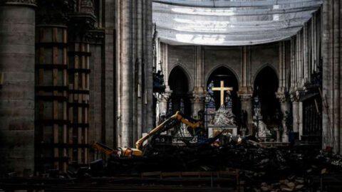 Une première messe célébrée à Notre-Dame, en comité restreint