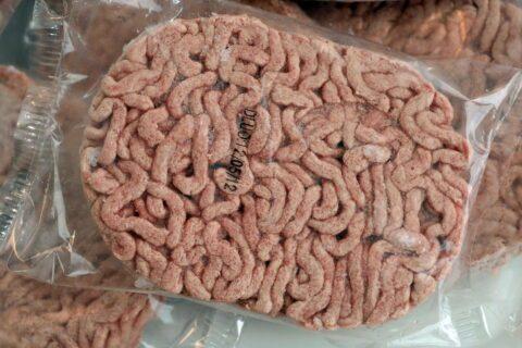 Des centaines de tonnes de faux steaks distribués aux plus démunis