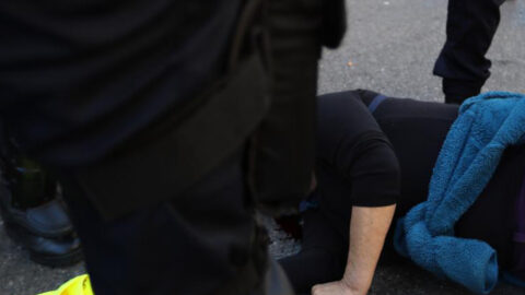 """Christophe Castaner a décoré des policiers soupçonnés de violences contre des """"gilets jaunes"""""""