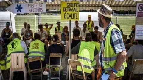 Les « gilets jaunes » cherchent la convergence pour « en finir avec Macron et ce système »