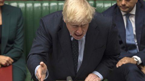 Le Parlement britannique adopte une motion visant à empêcher un Brexit sans accord
