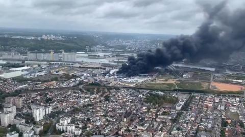 """Incendie à Rouen : """"Pas de dangerosité particulière"""" selon Castaner"""