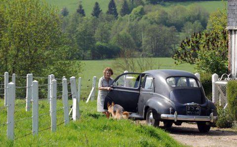 Calvados : à 94 ans, Yvonne conduit la même voiture depuis 1954