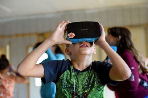 ÉCOLE : Des casques de réalité virtuelle pour instruire les enfants (et financés par les parents) !