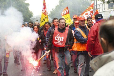 Réforme des retraites : Macron déclare qu'il n'aura aucune faiblesse face aux manifestations !
