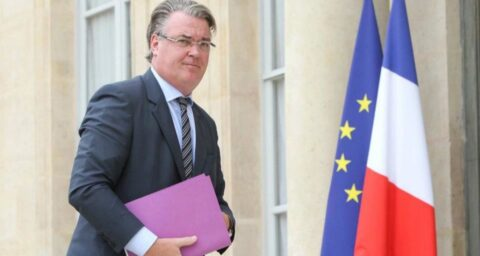 Delevoye, chargé de la réforme des retraites, était un cumulard (en violation de la Constitution)