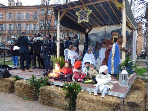 """Insultes et agressions à Toulouse : des """"antifas"""" s'en prennent à une crèche de Noël pour enfants"""