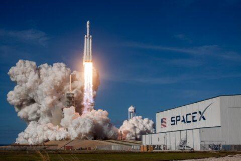 SpaceX : la NASA l'autorise à transporter des humains dans l'espace