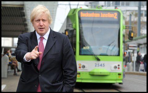 Brexit: Johnson annonce une hausse du salaire minimum de 6,2%