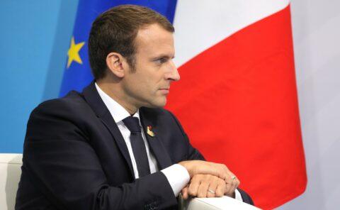 L'information réservée aux journalistes officiels : les déclarations inquiétantes de Macron
