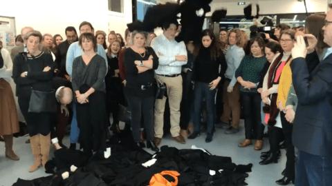 Vœux de la ministre de la Justice: les avocats jettent symboliquement leurs robes en guise de réponse