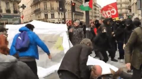 Des «antifas» agressent l'ancien mélenchoniste Georges Kuzmanovic et détruisent son stand