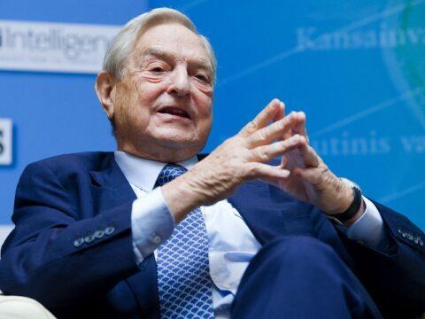 Soros promet un milliard de dollars pour combattre les « dictateurs actuels et en devenir »