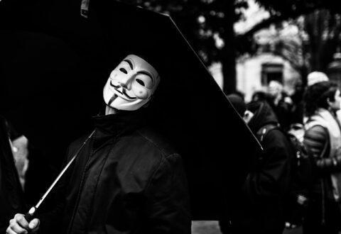 Affaire Griveaux : l'anonymat sur les réseaux sociaux remis en cause par LREM et ses suiveurs