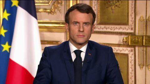 """Coronavirus : Macron assume """"totalement"""" le maintien du premier tour des municipales malgré la mort de plusieurs maires"""