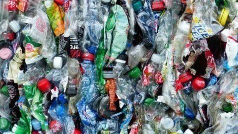 Cette entreprise française a inventé un moyen de recycler le plastique à l'infini!