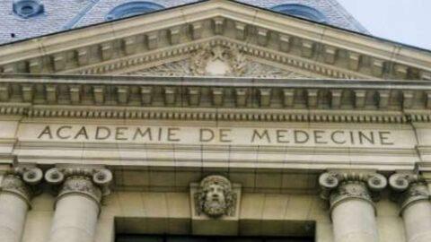 """""""La vérité scientifique ne se décrète pas à l'applaudimètre"""" : quand l'Académie de Médecine tacle le professeur Raoult"""