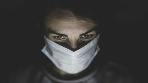 Profusion de masques en grande surface et pénurie à l'hôpital, les soignants révoltés