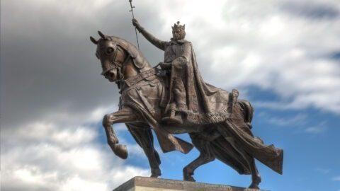 Appels à retirer une statue du roi français Louis IX dans le Missouri pour antisémitisme