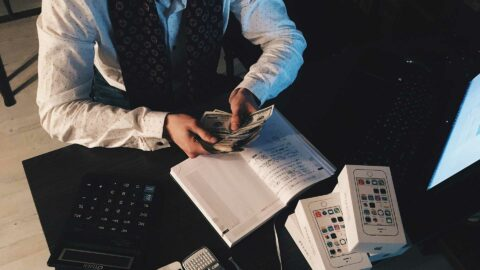 6.7 milliards par an pris aux Français : le scandale des frais bancaires