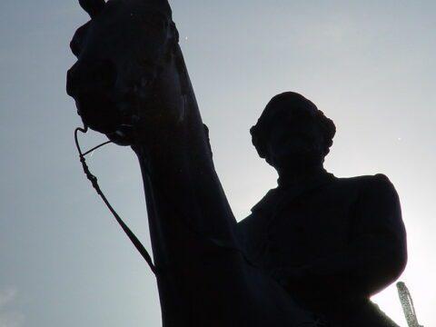 Statues détruites: la mémoire prise pour cible