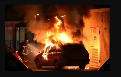 Routine du 14 juillet : voitures brûlées, pompiers attaqués, gymnase en feu…
