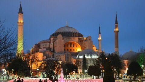 Sainte-Sophie: Erdogan fait du musée une mosquée