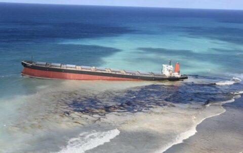 Île Maurice : Le vraquier naufragé menace de céder et la marée noire de s'intensifier